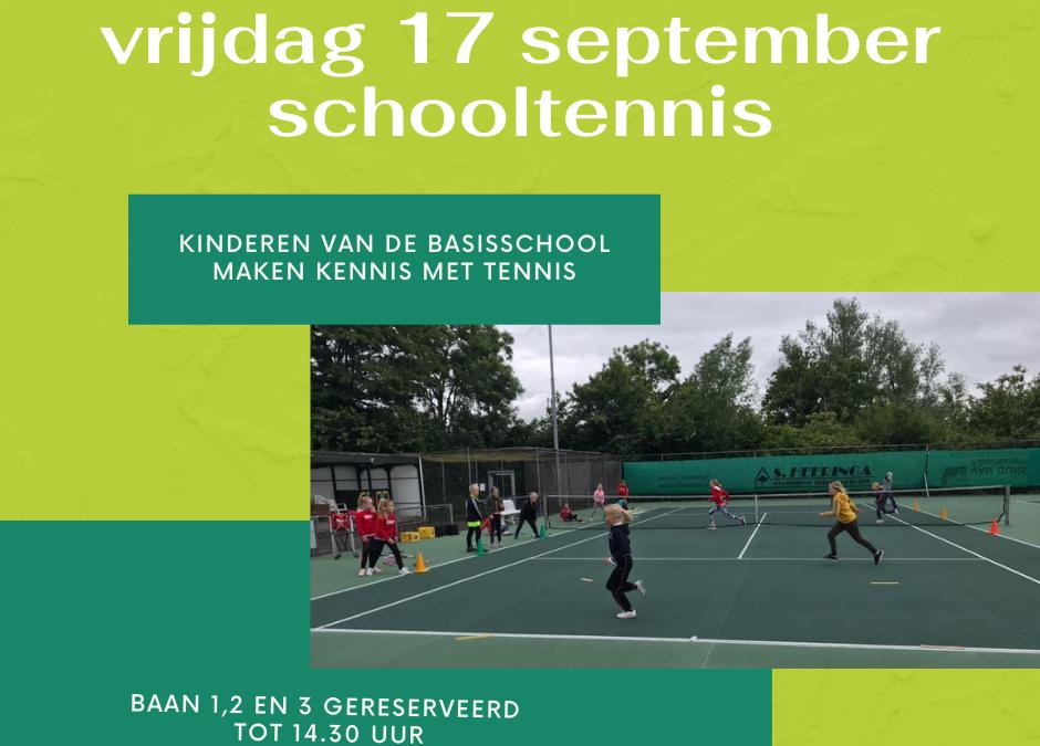 Schooljeugd maakt kennis met tennis